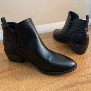 Guess Chelsea Booties